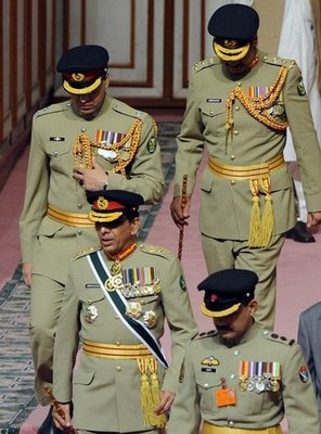 Pakistani army chief General Ashfaq Pervez Kayani (2L) arrives to attend the Independence Day ceremony in Islamabad on August 14, 2008