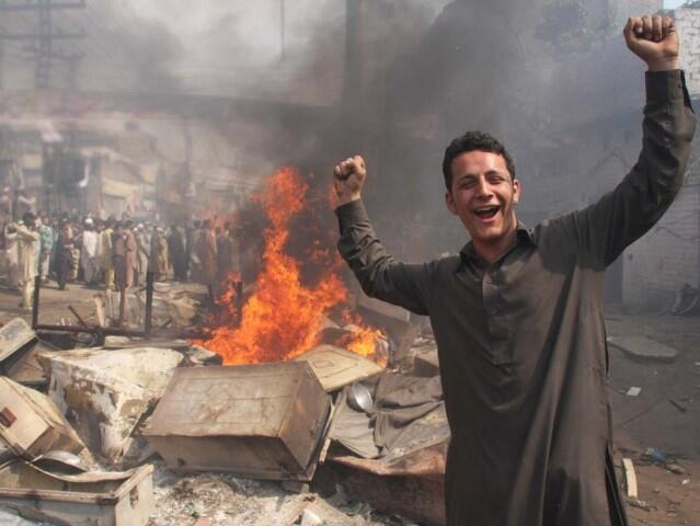 A Deobandi extremist celebrating after burning 100 Christian homes in Lahore.