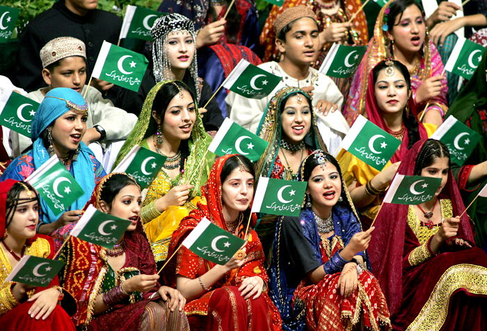 pakistani-girls-flags