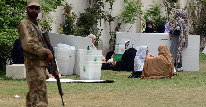 quetta-polling-agents-afp-670