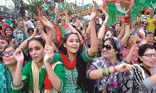 PTI-Girls-in-Azadi-March-Dharna-Islamabad