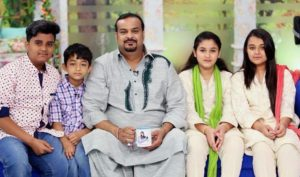 Amjad sabri with sons and daughters